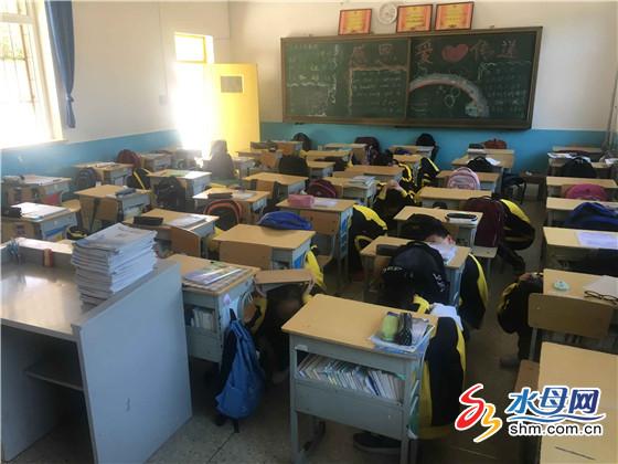 烟台外国语实验学校地震应急避险和疏散演练现场